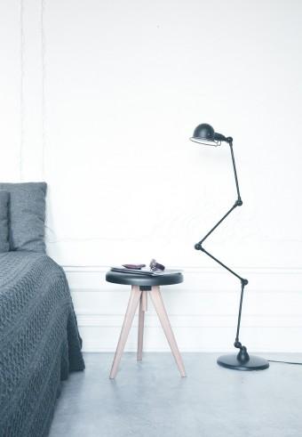 「Flip Around table フリップ・アラウンド・テーブル」。世界で最初のテーブル・トレイ・スツール。機能的なだけでなく、どんなインテリアにも合う