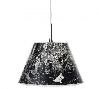 デンマークのクリント家は20世紀はじめからランプ・シェードのザインを手がけてきた老舗。「Le Klint」のダークフォレストは1946年に出版された「ムーミン谷の彗星」の一場面から。 © Moomin Characters™