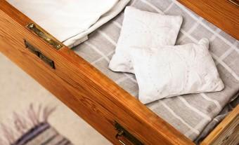 寝具の一部も匂い袋としてニートに再利用。ウェブ・ショップで購入可能。http://www.etsy.com/shop/ReDesignandReCycled
