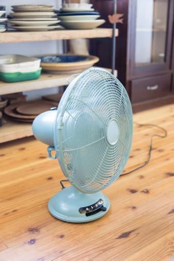 夏の暑さ対策はこれだけ。窓を開け放てば、夏でもエアコン要らずの風通しの良さ。