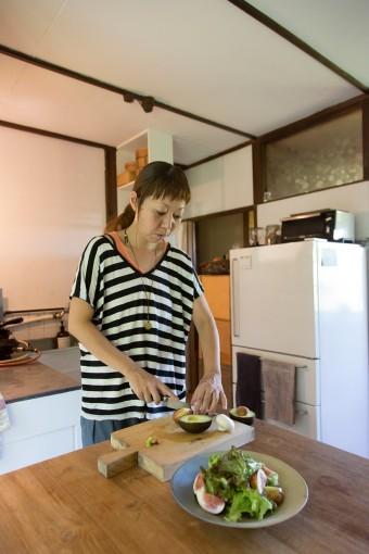 教室でもプライベートでも、素材の良さを活かした料理にこだわる。「素材が良ければ、味付けはシンプルでいいんです」
