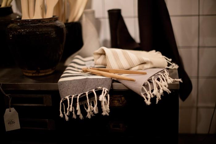 すぐに乾くハマム用の大きな布はベットやソファーカバーとして利用するのもよし。