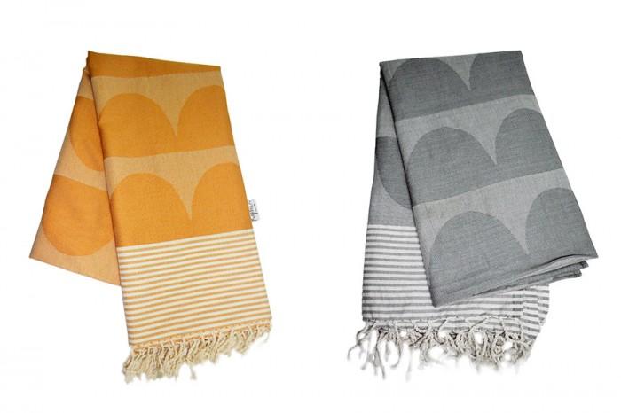 (左)広げると100x200cm。いろいろな用途に使えそう。(右)色違いのグレーも。100%コットンで手織り。