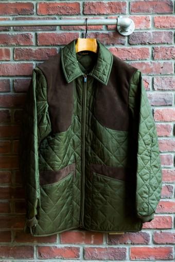 KEEPERWEAR QUILT(Mens) ¥26,250 軽くて温かいナイロン製のキルティングジャケットは、スエードのガンパッチやポケットパネル、袖口のリブなど、ディティールに拘ったデザイン。