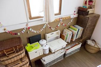子供たちのおもちゃや本なども、DIYした棚やボックスですっきりと。