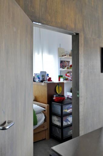富永さんのお父様が増築された幅一間のスペース。今は子供部屋をして使われている。