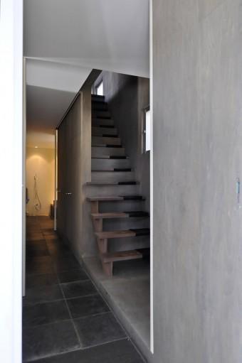 玄関を開けて正面が浴室。