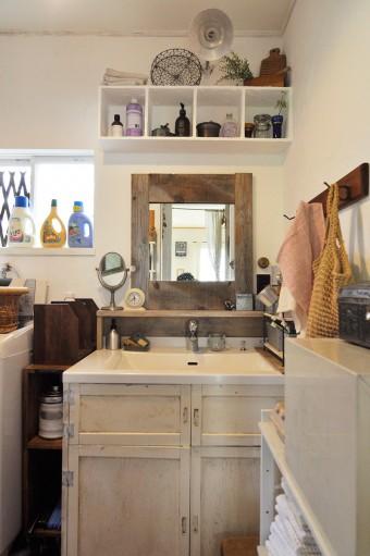 無機質だった洗面をリメイクして、フレンチシックな雰囲気に。