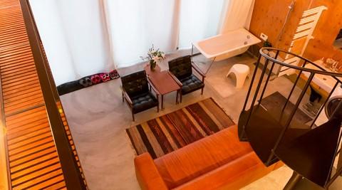 バスタブはリビングに一軒家の醍醐味とは縦に大きな空間を作れること