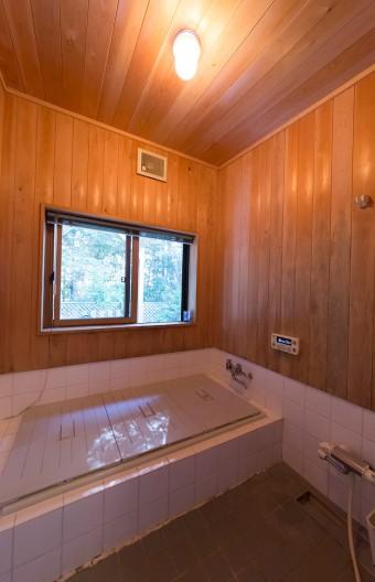 木を使ったバスルーム。森林浴の気分。