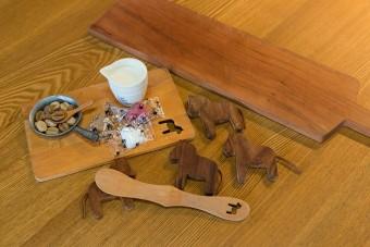 木製のキッチングッズはたくさん買い集めている。ダーナラホースがお気に入り。