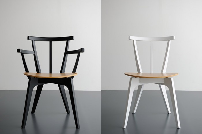 左からBEETLE CHAIR(ブラック) W565 D515 H755 SH435mm ¥39,900 BEETLE CHAIR ARM LESS(ホワイト) W485 D515 H755 SH435mm ¥30,450 ともにCOMMOC/CIBONE Aoyama