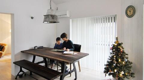 家族で楽しむ円形プランの家こだわりのテクスチュアは古材のテイスト