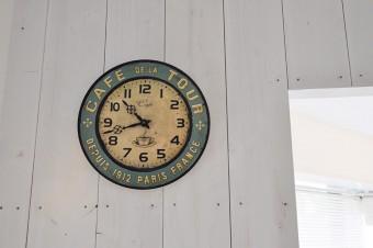 古びた時計のように見えるが、これもエイジングを施された製品だという。