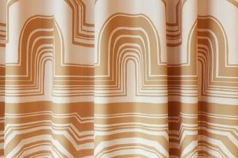 1963年に発表されたバジル柄のプリントのカーテン。