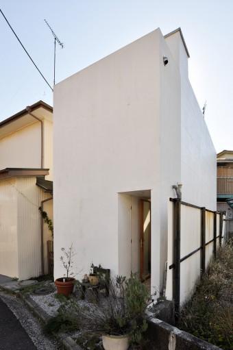 3×10mの敷地に立つ保坂邸。