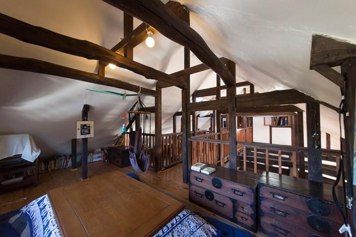 2階のコタツのある部屋。「冬は2階が暖かいので、夜は家族でこの部屋で過ごすことが多いです」