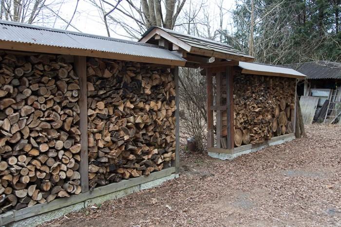 「薪小屋を兼ねた門を増築して、エントランスを作りたいと思っています」