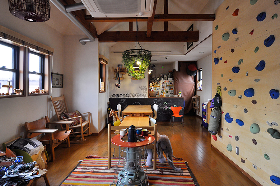 シンプルモダンをアレンジ  雨の日も笑顔が絶えない 公園のように楽しい家