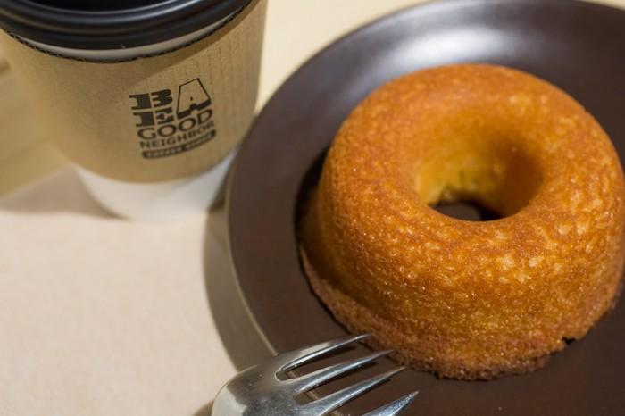 ドーナッツは、ちょっとした小腹満たしにも最適。コーヒーや紅茶と合わせて、ティータイムにどうぞ。 ドーナッツ各種 ¥150〜
