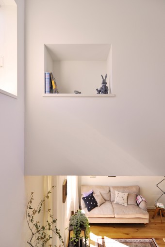 階段室の壁に造られたニッチには、『不思議の国のアリス』の白うさぎの置物が置かれている。