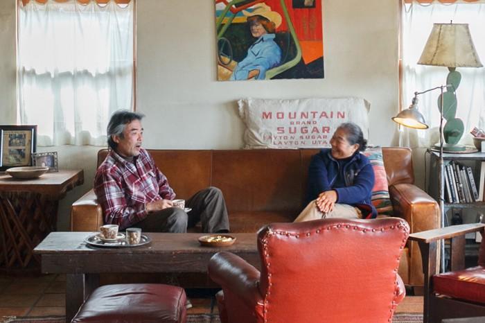 このソファは4代目。ダイニングテーブルなど一部の家具をのぞき、使っている家具は5年ほどで人に譲ることが多い。