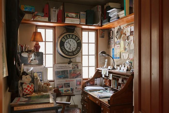 2階には寝室や個室、ゲストルームなどがある。こちらは勝弘さんの書斎。