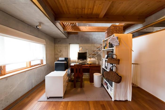 2階の仕事場。あえて個室を設けず、オープンなスペースに。