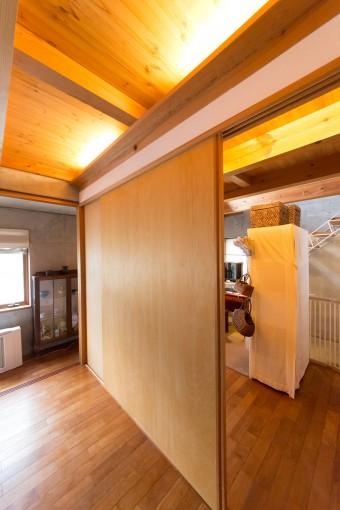 ベッドルームの扉は2枚で造り、ダイナミックに。