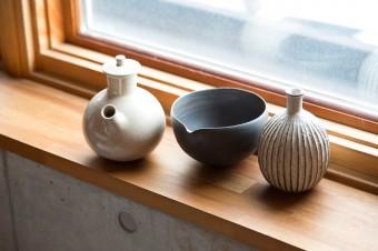 素材の持ち味が伝わる和の器。シンプルで質のいい田辺さんの暮らしぶりが伝わる。