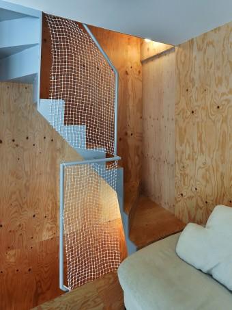2階の階段前の引き戸を開けるとトイレ。