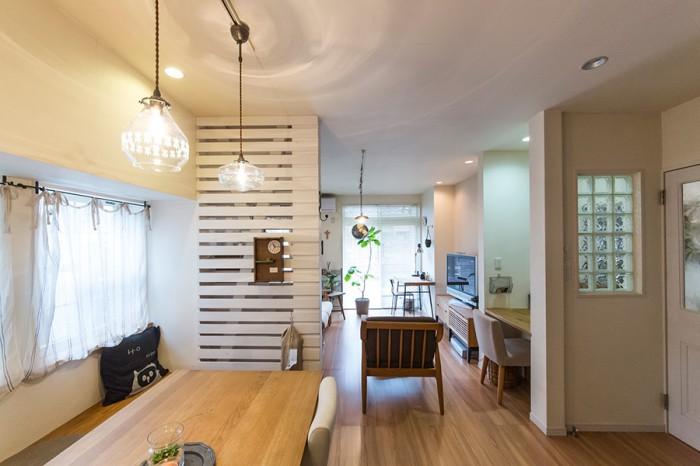 リビング、ダイニング、キッチンがひとつながりになった1階。家族みんなが集える、広々と明るい空間。