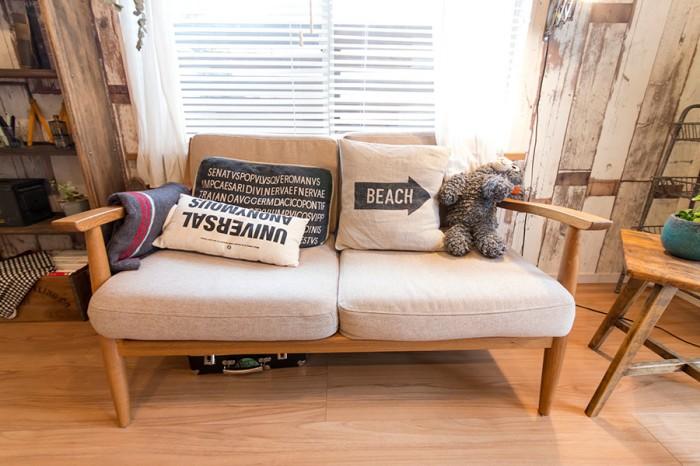 """家具は""""関家具""""のものを採用。小物類は""""オールドメゾン""""を愛用している。"""