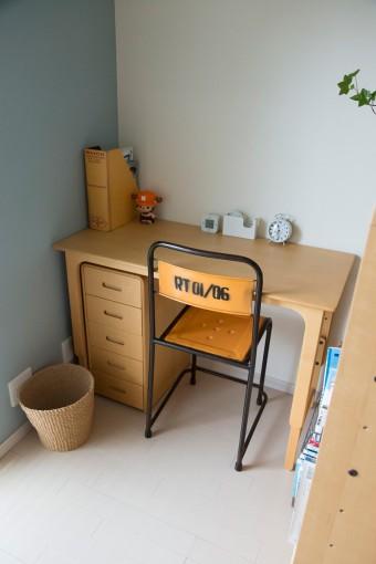 机は成長に合わせてサイズを変えられるものをセレクト。
