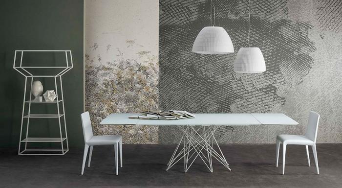 テーブル「Octa」Bartoli Designデザイン。その名のとおり、8本の脚を組み合わせている。箸を使って遊んでいた時にアイディアが生まれたという。