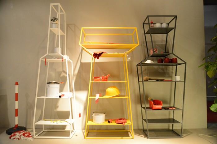 ユニットシェルフ「April, May, June」Gino Carolloデザイン。部屋のアクセントとなる棚。単品、もしくは組み合わせることで遊ぶ。