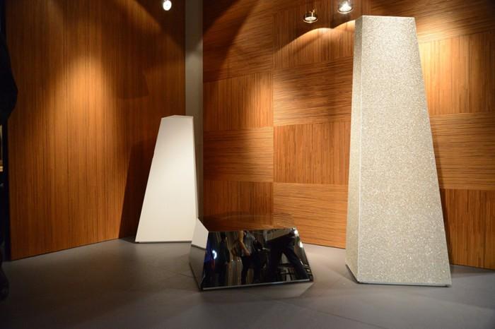 「Cirque」コレクションよりBartoli Designデザイン。鏡面、マット、クリスタルとさまざまな表面仕上げで展開するシリーズ。オブジェのようだが実体は収納家具。