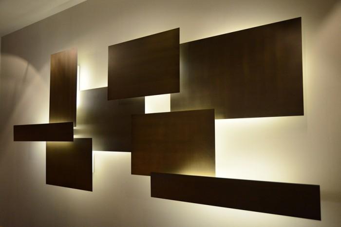 「Elements」コレクションよりMark Andersonデザイン。真鍮パネルを組み合わせた照明。組み合わせの変更も自在。