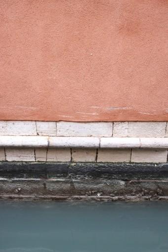 「Doge」の特徴はテキスタイルの色表現にある。イタリアのテキスタイルメーカーRubelli社とのコラボレーション。