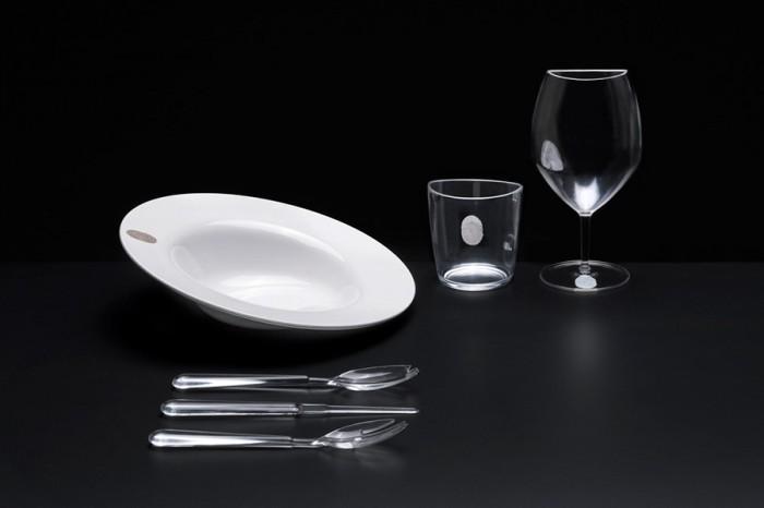 「I.D.Ish by D'O」レストラン「D'O」のシェフ、ダヴィデ・オルダーニがプロデュース。指紋=IDが、料理のアイデンティティを暗喩。材質はプレートがメラミン、グラスとカトラリーはアクリル樹脂。