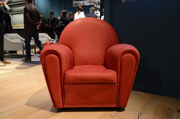 ポルトローナ・フラウの代名詞的存在はアームチェア。展示会場に必ず登場する「Vanity Fair」。