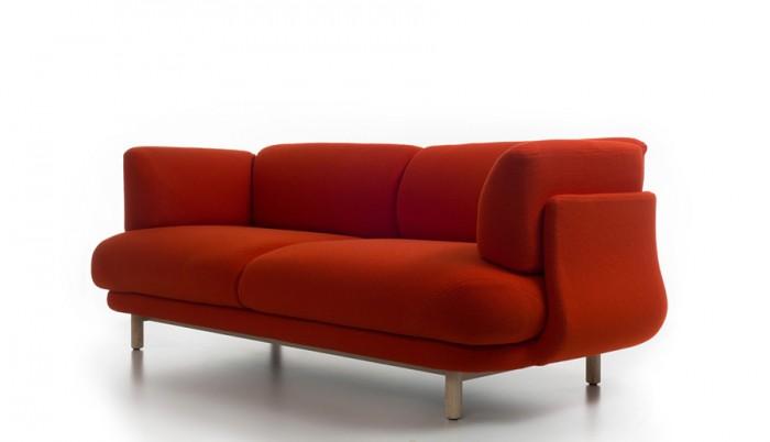 「Peg Sofa」Nendoデザイン。昨年のPegアームチェアから発展したソファ。