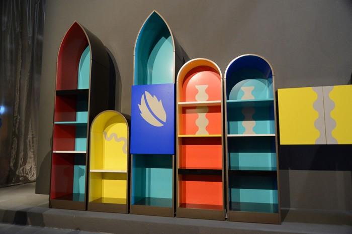 「Piccoli Palazzi」Alessandro Mendiniデザイン。没個性的な空間にインパクトを与えるのがこの家具の役割。ミラノ的ゴシック風味が特に主張している。
