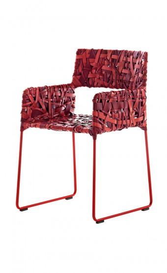 「Luckystar」(照明)、「rikka」(アームチェア)ともにMaurizio Galante&Tal Lancmanデザイン。
