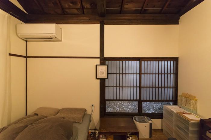 2階の寝室。床をフローリングに張り替えてあるので、和の趣たっぷりながら、掃除がラクで使いやすい。