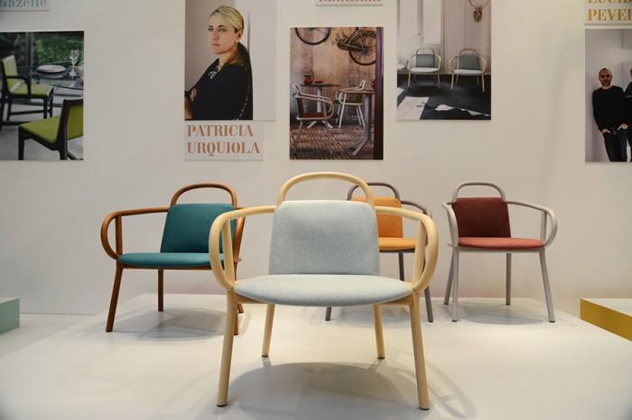 「ZANTIALM」Patricia Urquiolaデザイン。曲げ木のアームが背もたれと前の脚を支えている。材質はブナもしくはトネリコ。
