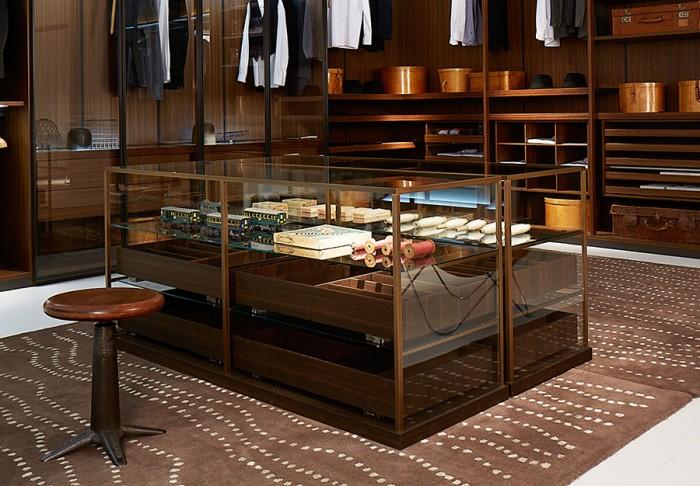 引き出しユニット「Acquario」Pietro Lissoniデザイン。壁際ではなく部屋の中央に置いて、空間のポイントとする。