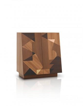 カップボード「Schermo」Alessandro Mendiniデザイン。「Maggio」同様、楡、アカシア、オークの寄木細工。