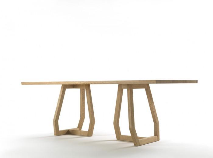 「Pan」コレクションよりテーブル、Monica Armaniデザイン。