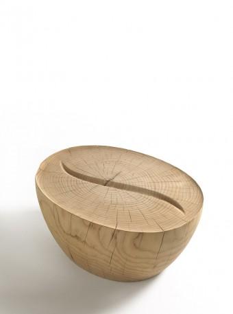 コーヒーテーブル「Kava Coffee」Aleksander Mukomelovデザイン。中央のラインはコーヒー豆を、全体はふせたカップをイメージ。
